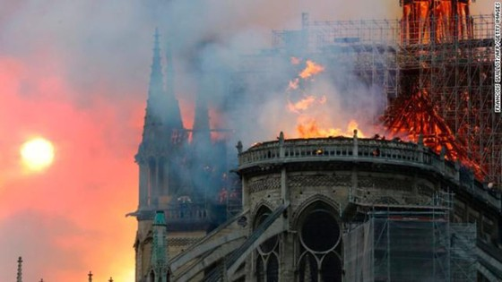 Cháy lớn tại Nhà thờ Đức Bà hơn 850 năm tuổi ở Paris ảnh 7