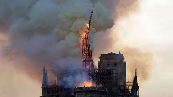 Cháy lớn tại Nhà thờ Đức Bà hơn 850 năm tuổi ở Paris ảnh 6