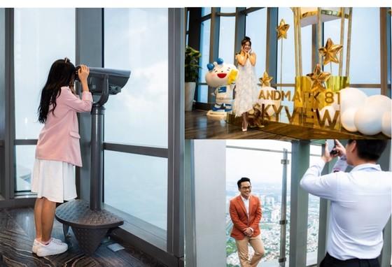 Choáng ngợp màn pháo hoa mãn nhãn từ tòa tháp cao nhất Đông Nam Á ảnh 8