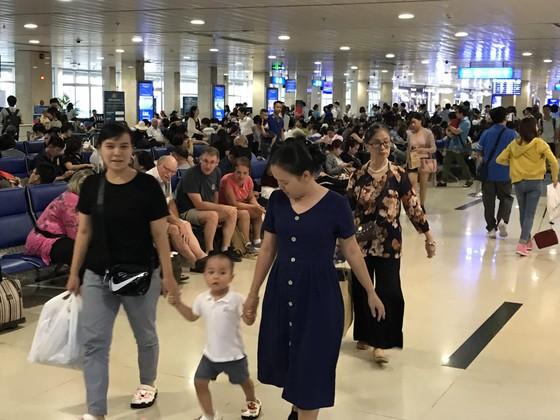 Người dân tấp nập trở lại TPHCM sau kỳ nghỉ lễ ảnh 9