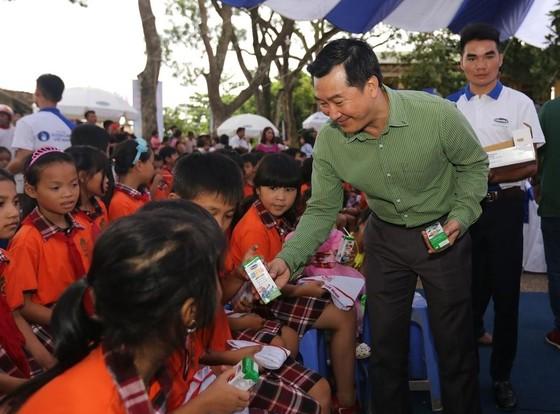 Tặng 44.709 ly sữa cho trẻ em tỉnh Hưng Yên ảnh 1