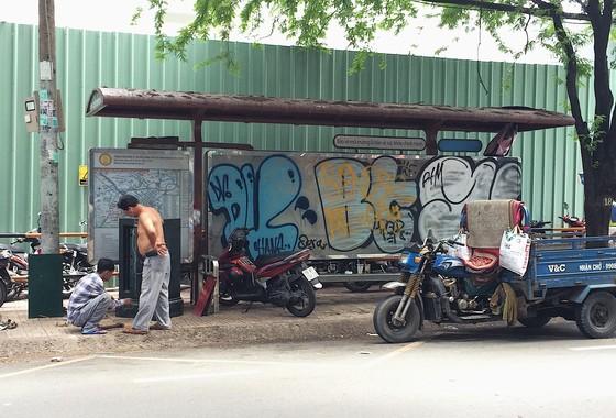 Nhếch nhác trạm dừng, nhà chờ xe buýt ảnh 2