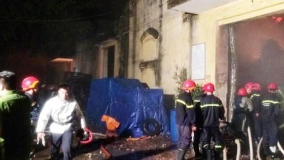 Cháy kinh hoàng tại kho chứa hàng gần Cảng Sài Gòn ở quận 4 ảnh 2