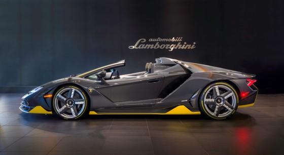 Lamborghini Centenario Roadster gia 2,4 trieu USD dau tien den My hinh anh 6