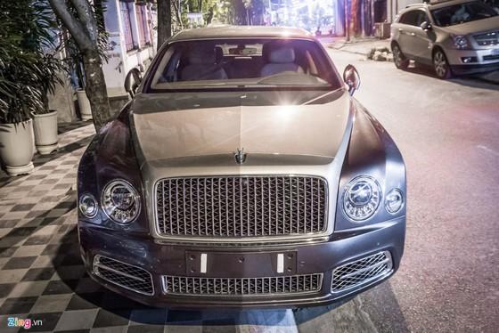 Sedan sieu sang Bentley Mulsanne EWB 2017 dau tien tai HN hinh anh 1