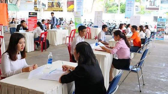 Bạn trẻ tham gia Ngày hội Phỏng vấn - tuyển dụng tại Nhà văn hóa Thanh niên