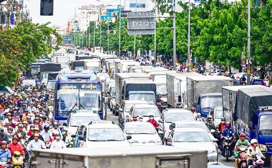 Ùn tắc giao thông cửa ngõ TPHCM: Vẫn loay hoay khắc phục ảnh 1