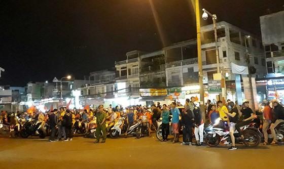 Cả nước vỡ òa trước kỳ tích của U23 Việt Nam ảnh 60