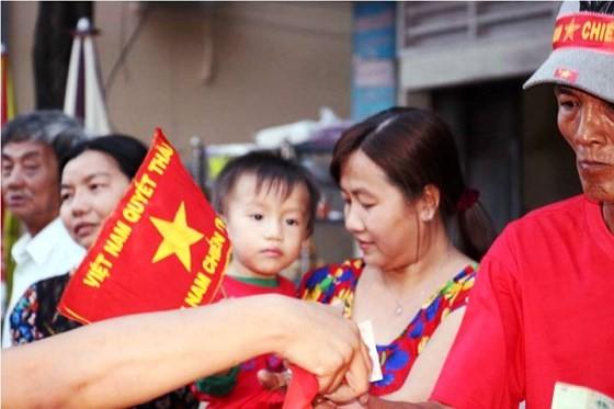 Cả nước vỡ òa trước kỳ tích của U23 Việt Nam ảnh 58