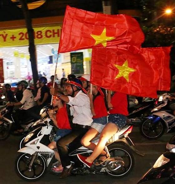 Cả nước vỡ òa trước kỳ tích của U23 Việt Nam ảnh 56