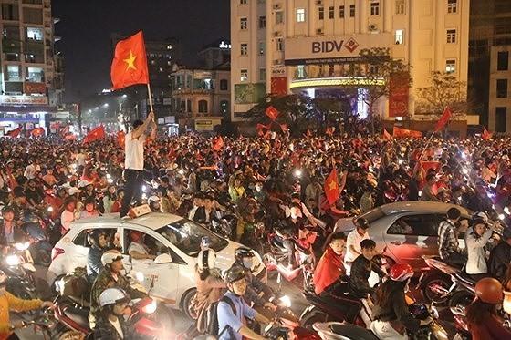 Cả nước vỡ òa trước kỳ tích của U23 Việt Nam ảnh 49
