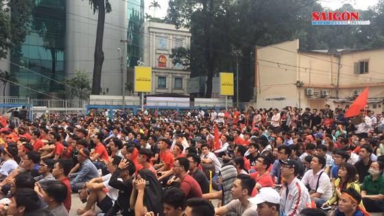 Cả nước vỡ òa trước kỳ tích của U23 Việt Nam ảnh 13