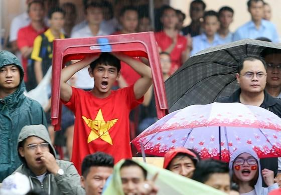 Cả nước vỡ òa trước kỳ tích của U23 Việt Nam ảnh 16