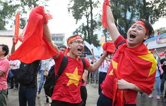 Cả nước vỡ òa trước kỳ tích của U23 Việt Nam ảnh 4