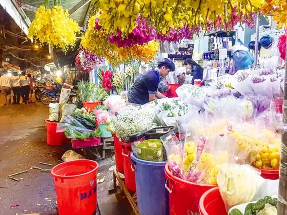 Chợ hoa Hồ Thị Kỷ sôi động mùa Tết ảnh 1