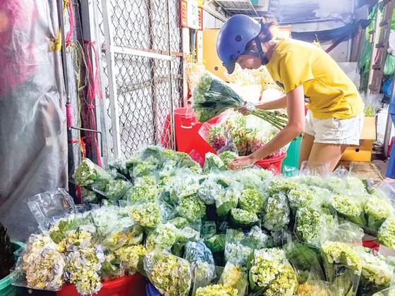 Chợ hoa Hồ Thị Kỷ sôi động mùa Tết ảnh 3