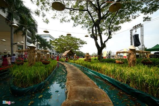 Hoi hoa xuan khu nha giau Phu My Hung hinh anh 1