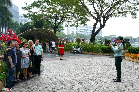 Hoi hoa xuan khu nha giau Phu My Hung hinh anh 11