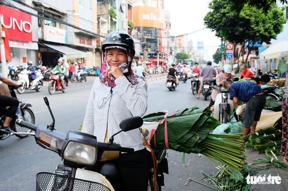 Màu tết rực rỡ tràn ngập phố Sài Gòn - Ảnh 9.