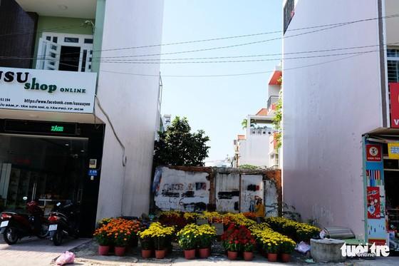 Màu tết rực rỡ tràn ngập phố Sài Gòn - Ảnh 4.