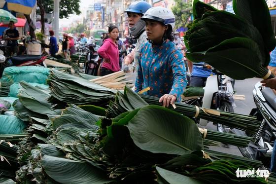 Màu tết rực rỡ tràn ngập phố Sài Gòn - Ảnh 6.