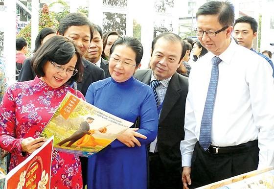 Khai mạc đường hoa Nguyễn Huệ Tết Mậu Tuất 2018: Khát vọng vươn cao ảnh 2