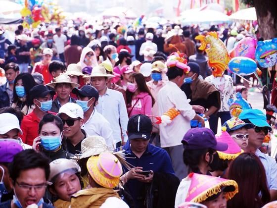 Hàng ngàn người dân nô nức trẩy hội Đống Đa tại Bình Định ảnh 4