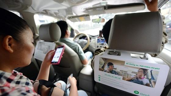 Tài xế Grab, Uber mỗi ngày kiếm 3 triệu nhờ giá tết mà! - Ảnh 1.
