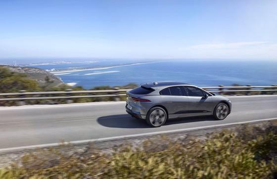 Jaguar I-Pace - doi thu moi cua Tesla Model X gia tu 88.000 USD hinh anh 3