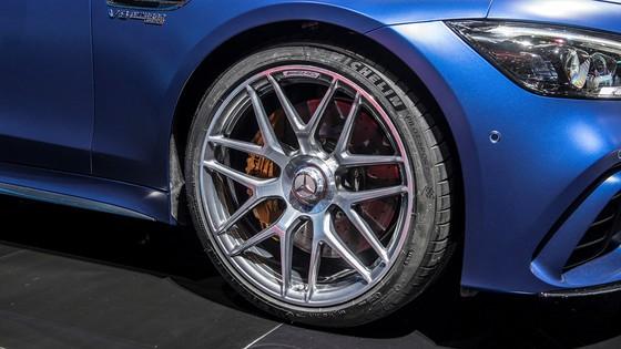 Mercedes-Benz AMG GT 4 cua - doi thu moi cua Porsche Panamera hinh anh 7