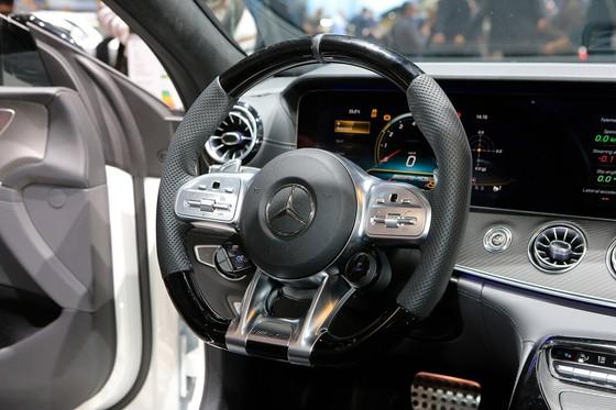 Mercedes-Benz AMG GT 4 cua - doi thu moi cua Porsche Panamera hinh anh 9