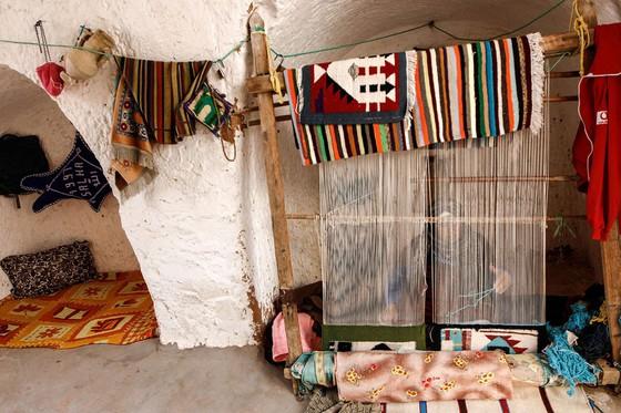 Những gia đình cuối cùng sống dưới lòng đất ở Tunisia - Ảnh 13.
