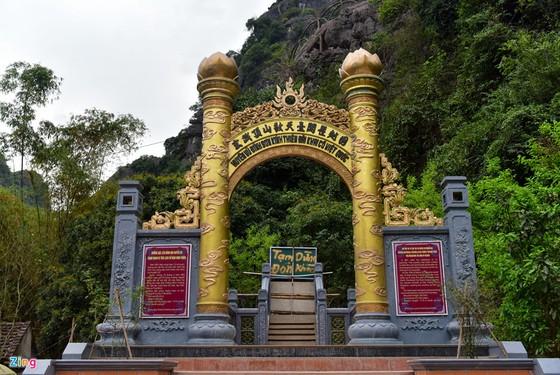 Can canh 2.000 bac khong phep xuyen loi di san Trang An hinh anh 4