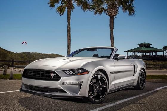 Ford Mustang nang cap phien ban California Special hinh anh 1