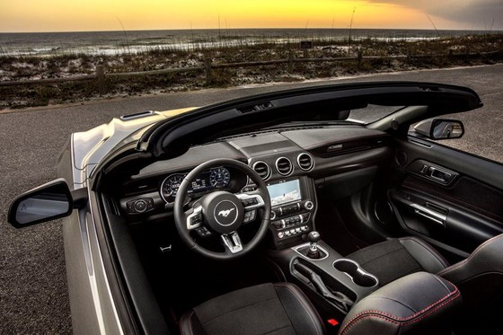 Ford Mustang nang cap phien ban California Special hinh anh 2