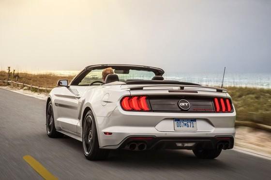 Ford Mustang nang cap phien ban California Special hinh anh 3