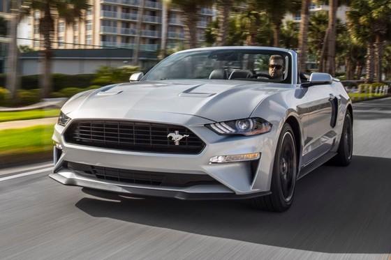 Ford Mustang nang cap phien ban California Special hinh anh 4