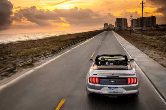 Ford Mustang nang cap phien ban California Special hinh anh 5
