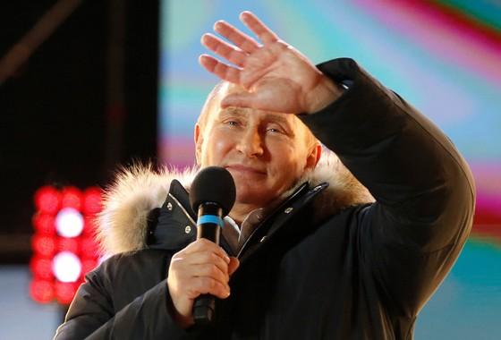 Ông Putin chiến thắng vang dội thêm một nhiệm kỳ 6 năm nữa - Ảnh 2.