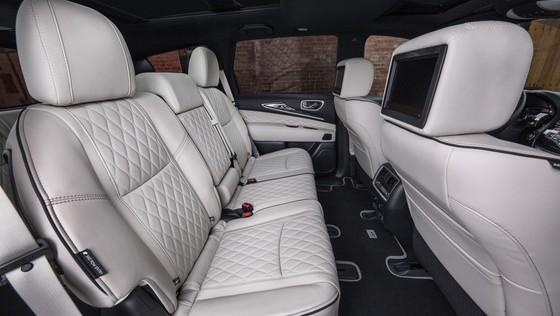 Infiniti ra mat cap SUV dac biet, thach thuc Lexus LX570 hinh anh 4
