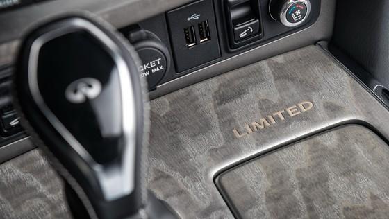 Infiniti ra mat cap SUV dac biet, thach thuc Lexus LX570 hinh anh 8