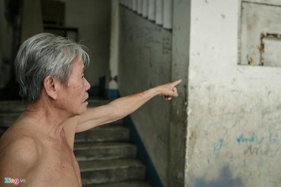 Nhung chung cu chay la chet o Sai Gon: Khong bao chay, khong loi thoat hinh anh 14