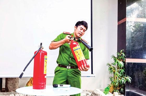Tập huấn và tuyên truyền PCCC tại Him Lam Riverside  ảnh 3