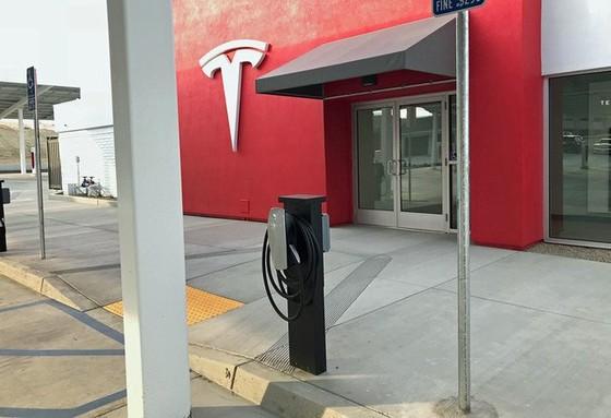 Bên trong trạm sạc điện cho xe ô tô Tesla hiện đại, nội thất chẳng kém gì khách sạn hạng sang, dự kiến bố trí thay các trạm xăng truyền thống - Ảnh 16.