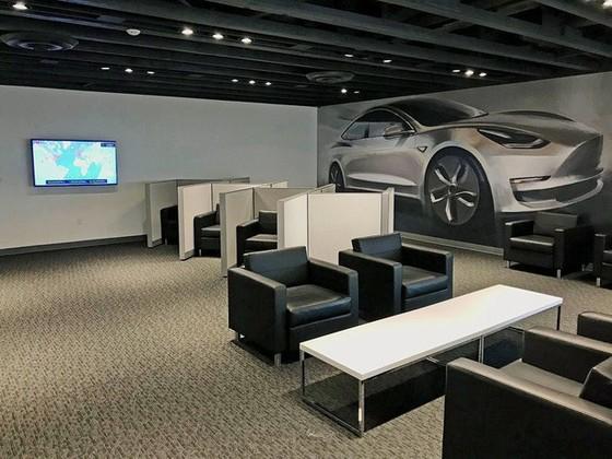 Bên trong trạm sạc điện cho xe ô tô Tesla hiện đại, nội thất chẳng kém gì khách sạn hạng sang, dự kiến bố trí thay các trạm xăng truyền thống - Ảnh 21.