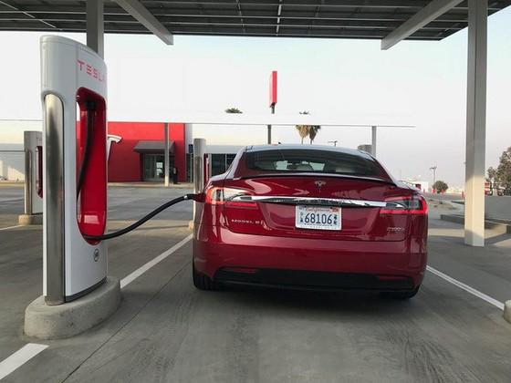 Bên trong trạm sạc điện cho xe ô tô Tesla hiện đại, nội thất chẳng kém gì khách sạn hạng sang, dự kiến bố trí thay các trạm xăng truyền thống - Ảnh 23.