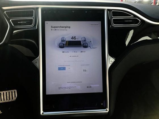 Bên trong trạm sạc điện cho xe ô tô Tesla hiện đại, nội thất chẳng kém gì khách sạn hạng sang, dự kiến bố trí thay các trạm xăng truyền thống - Ảnh 4.