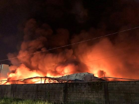 Hàng trăm chiến sĩ PCCC tham gia chữa cháy tại Khu công nghiệp Vĩnh Lộc ảnh 3