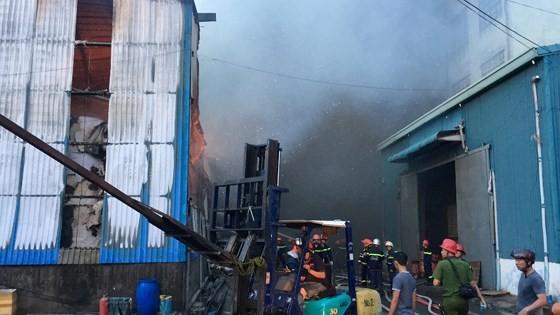 Hàng trăm chiến sĩ PCCC tham gia chữa cháy tại Khu công nghiệp Vĩnh Lộc ảnh 16