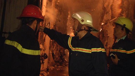 Hàng trăm chiến sĩ PCCC tham gia chữa cháy tại Khu công nghiệp Vĩnh Lộc ảnh 7